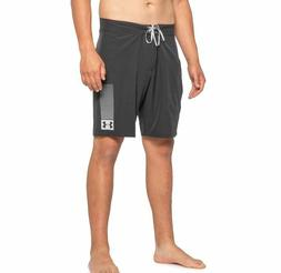 Under Armour Mantra Boardshorts - UPF 40 - Size 36